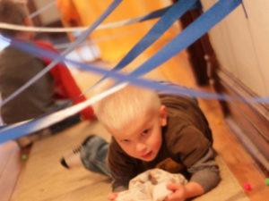 03b-300x225 Увлекательное развлечение для детей – квест комнаты