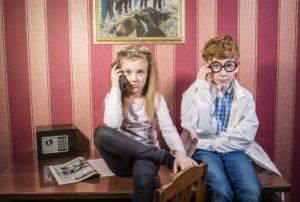 kvestrumrf_odni_doma_photo1-300x202 5 причин відвести дитину в квест-кімнату